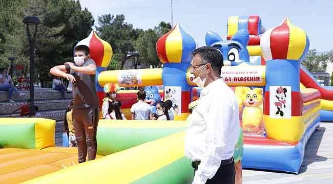 Başkan Öküzcüoğlu'ndan çocuklara sürpriz