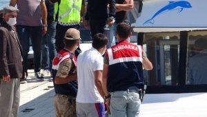 Battığı iddia edilen tekneden sağ kurtulan şahıs da arama çalışmalarına katıldı