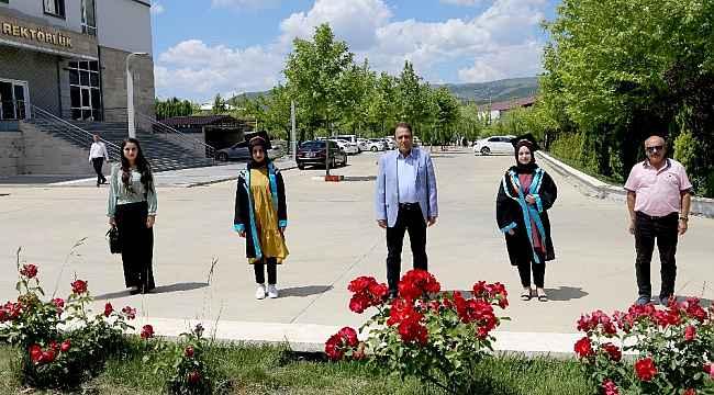 Bingöl'de bazı öğrenciler mezuniyet fotoğrafı geldi