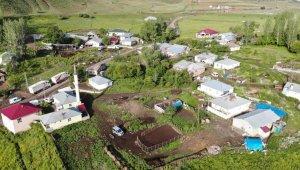 Bingöl'de depremin merkezi Kaynarpınar köyü havadan görüntülendi