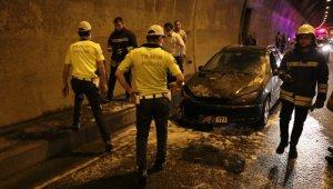 Bolu Dağı Tüneli'nde seyir halinde olan otomobil yandı