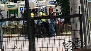 Bursa'da maskesiz dolaşan kadın ceza yememek için polislere direndi - Bursa Haberleri