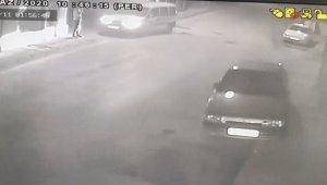 Bursa'da dehşet anları...Kaldırımda yürürken böyle vuruldu - Bursa Haberleri