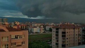Bursa'da geceyi yıldırım ve şimşekler aydınlattı - Bursa Haberleri