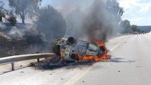 Çeşme otoyolunda kaza: 2 kişi yanarak öldü