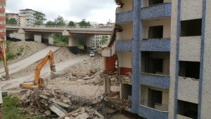"""Çöktü denilen binanın altında kaldığı söylenen operatör konuştu: """"Bilinçli bir şekilde bu binayı indirdik"""""""