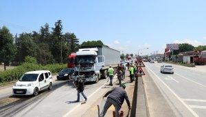 D-100 karayolunu kilitleyen 5 araçlık zincirleme trafik kazası