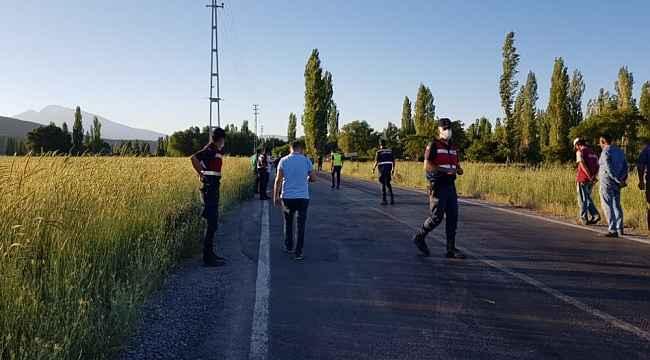 Develi'de işçi servisine ateş açan 5 kişiden 2'si yakalandı