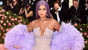 Dolandırıcılıkla suçlanan Kylie Jenner, menajerliğini yapan annesini işten kovdu
