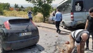 Dolmuşa arkadan çarpan araç hurdaya döndü: 5 yaralı