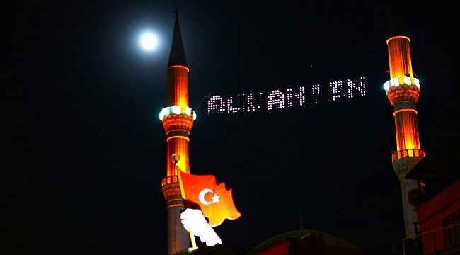 Dolunay ve çilek Ayı tutulması Hatayda Türkiyenin simgeleri ile görüntülendi