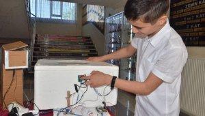 Evde canı sıkıldı, 12 yaşında robotik kodlamayla kuluçka makinesi yaptı