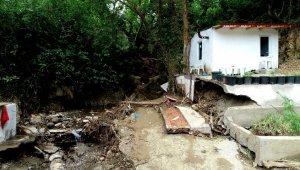 Dört kişiye mezar olan bağ evinin arazisi 5 bin liraya alınmış - Bursa Haberleri
