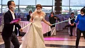 Düğünlerin nasıl olacağını bekleyen çiftlere Bilim Kurulu Üyesi Tevfik Özlü'den bilgilendirme