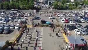 Duruşmaların başlamasıyla birlikte Kartal Adliyesi'nde metrelerce kuyruk oluştu