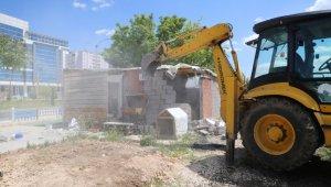 Elazığ'da kaçak yapılar yıkıldı