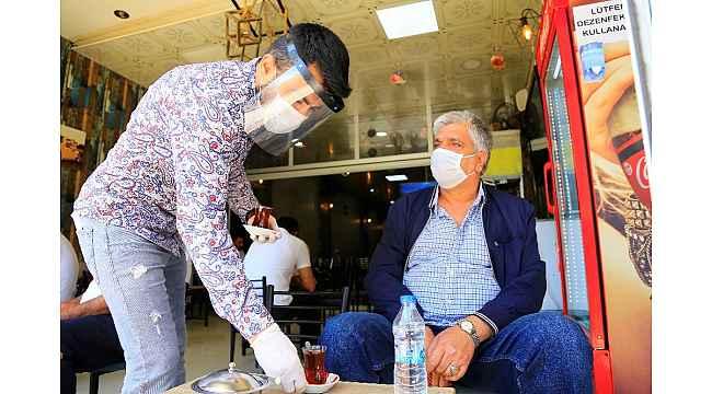 Elazığ'da sosyal mesafeli çay vakti