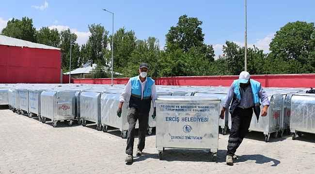 Erciş'te çöp konteynerleri yenilendi