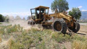 Erzincan'da boş arsalarda temizlik ve düzeltme çalışması yapıldı