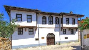 Fotoğraf sanatçısı Cemil Şahin, Balaban Meydanındaki tarihi Osmaneli evlerini çekti