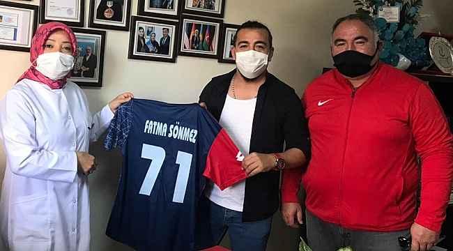 Futbolculardan sağlık çalışanlarına 'moral' ziyareti