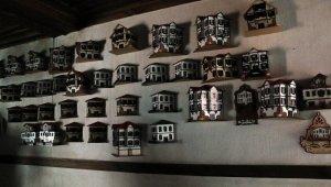 Genç girişimci doğup büyüdüğü Beypazarı'nın evlerini minyatür sanat eserine dönüştürüyor