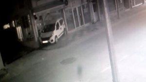 Geri hareket eden araç kahvehaneye girdi