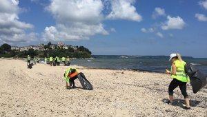 Gönüllü gençler İğneada Longoz Ormanlarını temizledi