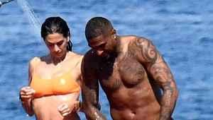 Hafta sonu kaçamağı yapan Beşiktaş'ın yıldızı, yengeyle denizde aşka geldi