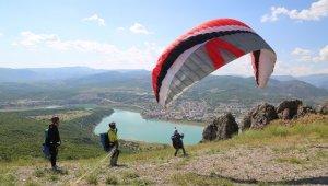 Huzur şehri Tunceli'de yamaç paraşütü heyecanı