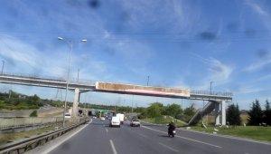 İBB, Esenler Belediyesi'nin korona virüs afişlerini söktü