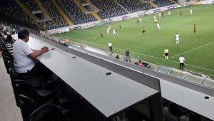 Korona virüs test sonuçları çıkmayan basın mensupları Gençlerbirliği - Kasımpaşa maçına alınmadı