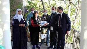 Koronavirüse yakalanan belediye başkanı ev ev gezip kitap dağıttı, 30 kişiye daha hastalık bulaştı