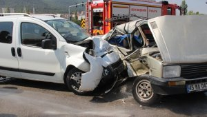 Manisa'da trafik kazası: 3 ağır yaralı