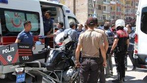 """""""Maske takın"""" dediği yolculardan biri, minibüs şoförü bıçaklandı"""