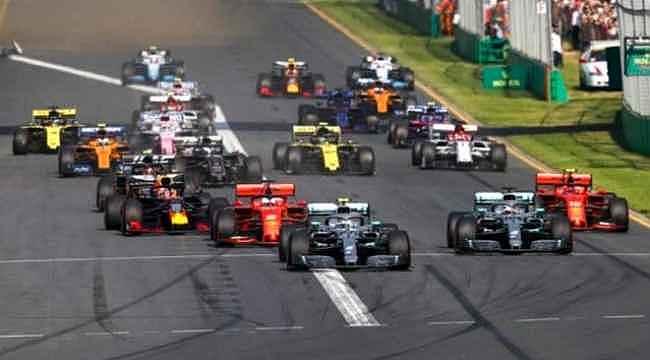Mercedes, Formula 1'de bu sezon siyah arabayla yarışacak