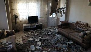 Mersin'de 2 katlı evin salonunun tavanı çöktü