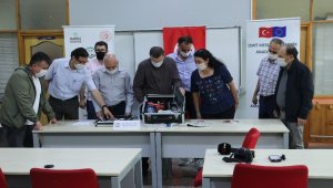 Meslek lisesindeki 8 öğretmen 25 günde taşınabilir solunum cihazı üretti