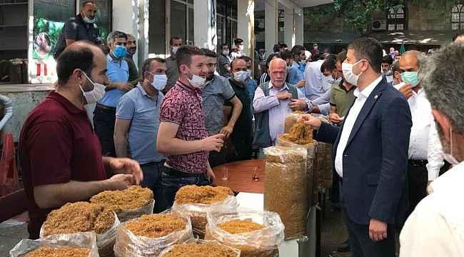 Milletvekili Tutdere, tütün üreticileri ve satıcılarıyla bir araya geldi