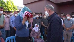Şehit işçilerin köyüne giden Bakan Akar'dan intikam yemini: