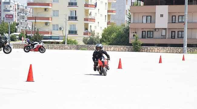 Motor tutkunu 7 yaşındaki Can'ın tek hayali pistlerde yarışmak