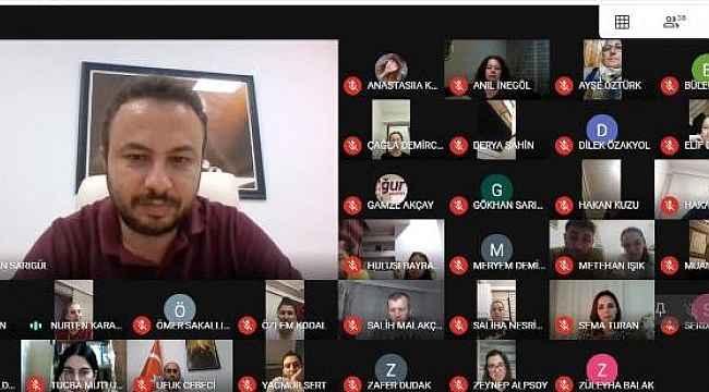 Öğretmen ve veliler online toplantıda buluştu