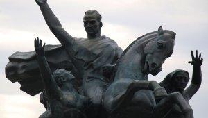 Oksitlenip rengi değişen Ulusal Yükseliş Anıtı'nda bakım tamamlandı