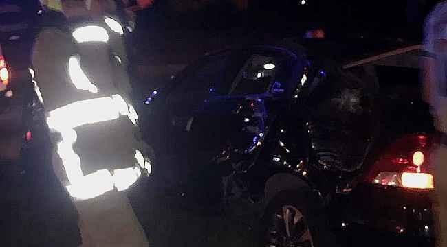 Orta refüje çıkan araçtan sürücü çıkmadı