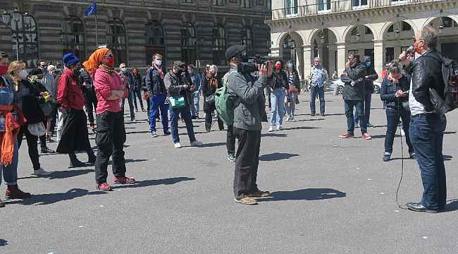 Paris'te kültür ve sanat çalışanlarından protesto