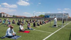 Pazaryeri İlçe Stadyumu'nda cuma namazı kılındı