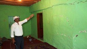 Pütürge'de 5 büyüklüğündeki deprem evlerde hasara yol açtı
