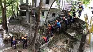 Sel alarmı... Yağış başladı ekipler bölgeden çıkartıldı - Bursa Haberleri