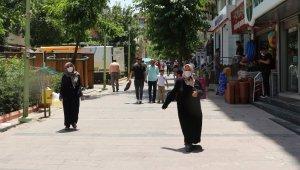 Siirt'te yasağa rağmen vatandaşların çoğu maskesiz dolaşıyor
