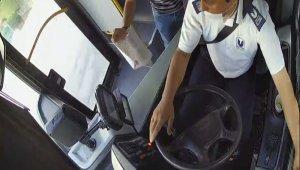 Sınav heyecanıyla yanlış otobüse binen öğrencileri, şoför güzergahını değiştirerek okula yetiştirdi